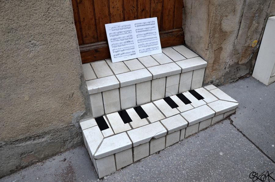 Piano by Oakoak - Saint Etienne, 2010