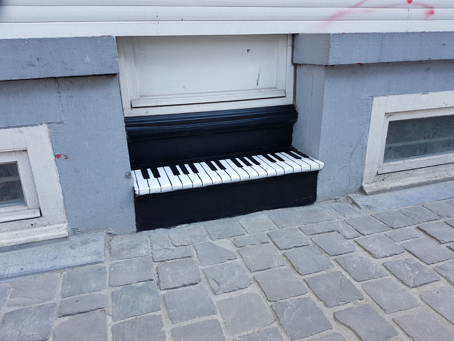 The small piano by Oakoak - Brussels, Belgium, Mai 2017