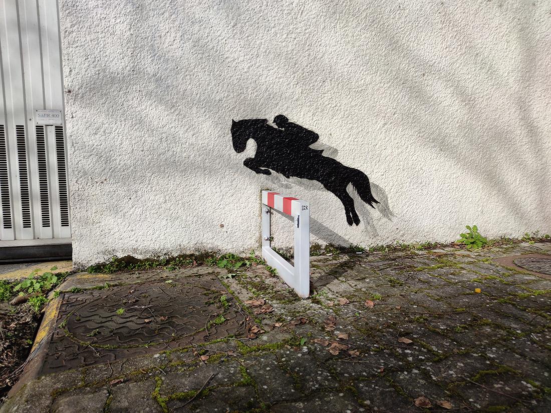 Le petit saut d'obstacle by Oakoak